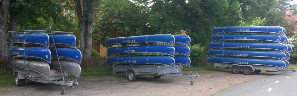 Tree trailers with canoes, all togheter 22 canoes.